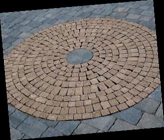 Circular Feature with tumbled setts