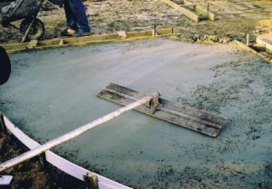 Levelling concrete with a screeding tool