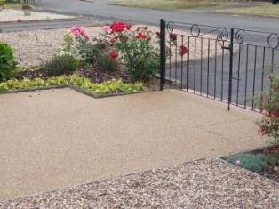 Resin and Aggregate driveway in buff